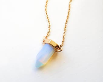 Gold tone small prismatic bar pendant necklace