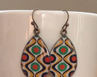 Antique brass colorful 70s retro print in cameo cabochon setting - antique earrings