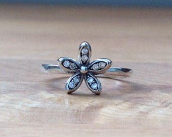 Sterling silver single daisy ring