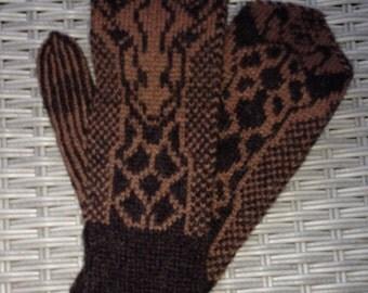 Handknitted fun giraffmittens