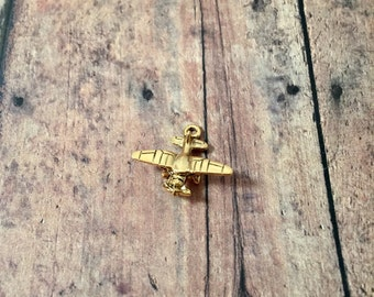 Airplane charm 3D gold plated pewter (1 piece) - piper cub charm, gold airplane pendant, aviation charm, pilot charm, gold airplane charm