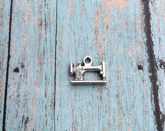 6 Sewing machine charms 3D antique silver tone - sewing charms, seamstress charms, silver sewing machine pendants, craft charms, F14