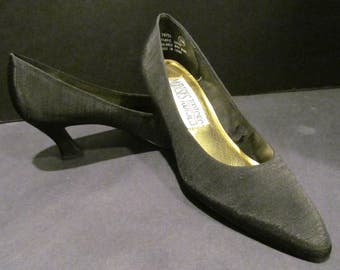 Mootsies Tootsies - Vintage/New/Dead Stock - Classy Black Dressy Pumps - Never Out of Style!