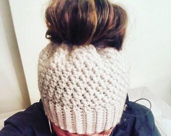 crochet messy bun hat, ponytail hat, crochet hat, messy bun hat