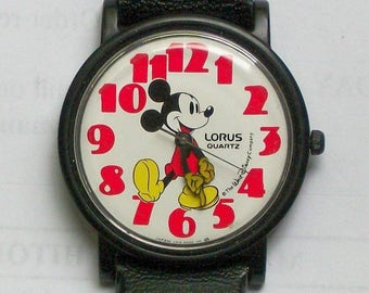 Disney Lorus Mickey Mouse Watch! Points To Time! yellow Gloves! New! Retired! Out of Production!