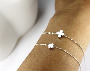 Clover Bracelet set 2 Clover Necklace ,.mom babe Necklace,2 Sisters Gift, 2 silver clover.matching clover jewelry . mother daughter set 2