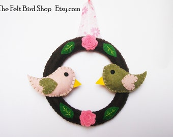Felt wreath. Felt wreath with love birds. Felt wreath with birds and roses. Wall felt ornament.
