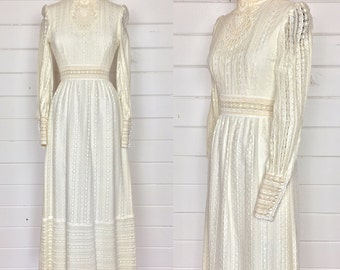 Vintage 1970s Victor Costa Ivory Lace Gown / Wedding Dress  / Victorian / Bohemian