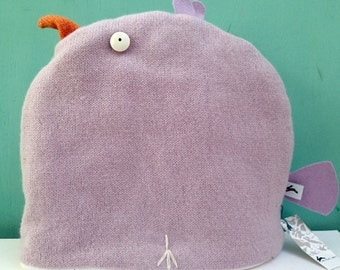 Lilac chicken tea cosy, knitted in lamsbswool