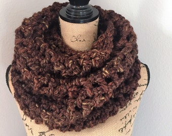 Chunky cowl in the color sequoia