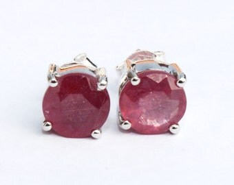 Ruby Stud Earring / 925 Solid Sterling Silver Ruby Earring / Precious Gemstone Stud Earring / Fine Jewelry / Designer Stud Earrings RM107