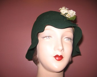 1920's NOS Forest Green Ripple Brim Cloche, a Sunland Sports Hat!