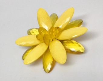 Vintage Large Faceted Lucite Acrylic Yellow Flower Pin Brooch