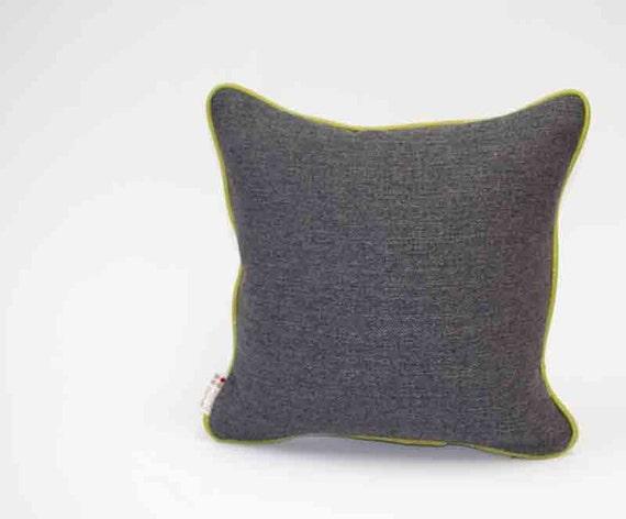 Housse coussin vivid gris charcoal avec piping vert oreiller - Couleur gris charcoal ...