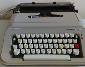 Vintage Underwood 319 Typewriter.