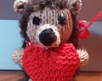 Knitted Hedgehog Holding a Heart In his Pawes, Knit Toys, Anniversary, Valentines Day, Plush Toy, Gift, Get Better Gift