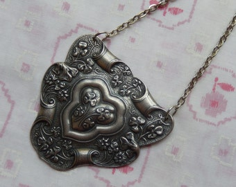 Antique Silver Plated Large Shield Clover Flower Pendant Necklace