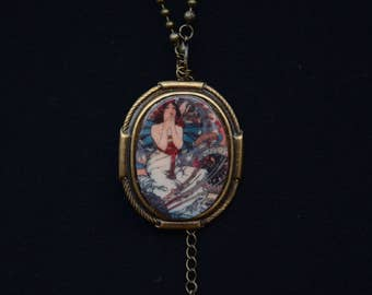 Young maiden cabochon with brass fitting & antique brass bead chain