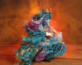 "Wool spun by hand at the spinning wheel ""moment of madness"" 50 gr / 20 m"