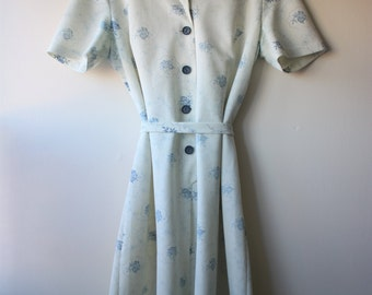 Vintage 1960s Button-Up Collar Dress China Blue Flowers Tie Back