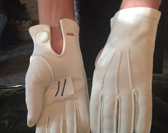 Vintage Gloves  1940-60's Cream ~  Off White Formal Wrist Gloves