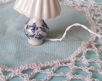 Porcelain miniature electric lamp