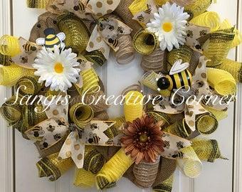 Bee Wreath, Summer Wreath, Lady Bug Welcome Wreath, Burlap Wreaths, Welcome Burlap Wreaths, Wreath, Wreaths, Lady Bug, Front door decor,Bee