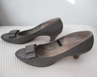 Late 1950's perforated gray leather pumps with bows