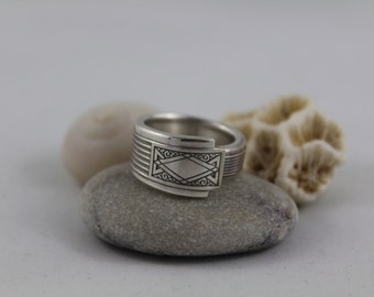 "Silver Spoon Ring ""Noblesse"" Pattern 1930 Community Plate Oneida"