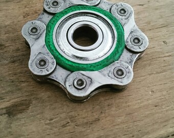 Anti-stress fidget made from a recycled bike chain
