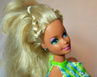 Collectible Barbie, Vintage Doll, Blue Eyed Barbie, Brush-able Hair, Barbie Doll, Blond Hair, Mattel Toys