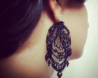 Lace earrings with inserts in pyrite and Onyx.