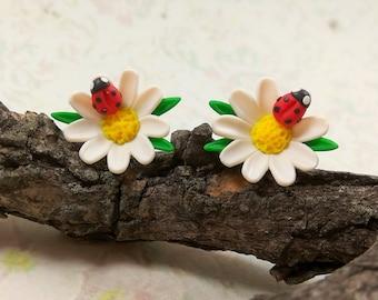 Daisy earrings Spring studs Ladybug jewelry Kawaii studs White studs Botanical jewelry Bug jewelry Wild flowers jewelry Everyday earrings