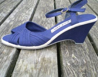 Vintage 70s does 40s Navy Blue Canvas Wedge Platform Sandals // UK6 - US 8 - EU 38 // Swing Boho Hippie