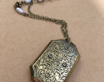 Vintage Locket Pendant Necklace