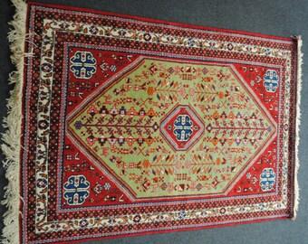 rug Persian authethique woolen with 147x100cm size pistachio green background.