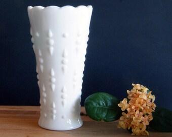 Anchor Hocking Milk Glass Vase, Vintage Milk Glass, Decorative Flower Vase with Scalloped Edge