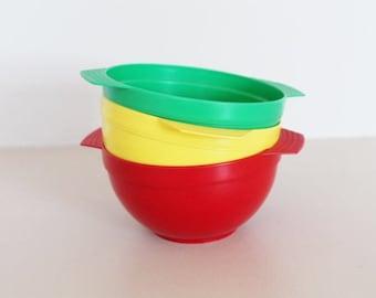 Plastic bowls, yellow bowl, green bowl, red bowl, vintage bowls, vintage tableware, retro camping, vintage camping