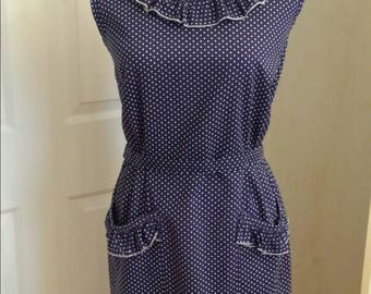 1950s navy blue and white polka dot summer dress ruffled collar large front pockets small bow at the back zipper back size medium