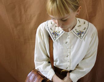 Vintage 1980s Embroidered Collar Cream Cotton Blouse Shirt Size S-M