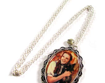 Silver tone Wizard of Oz Dorothy & Toto pendant necklace