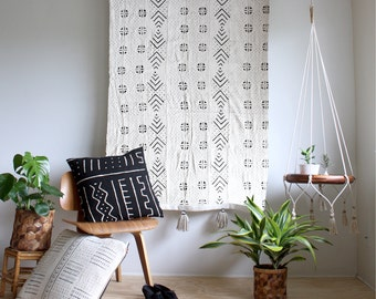 White Mud Cloth Tapestry, Wall Hanging, African Mudcloth Wallhanging, Geometric Wall Art, Tassel Throw Tapestry, Bohemian Home Decor