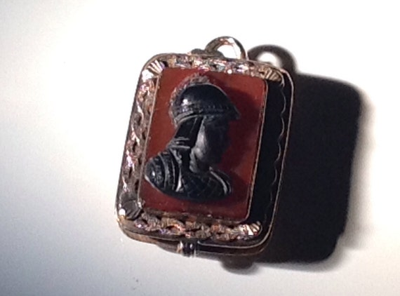 1890 Antique 9 KT Gold Cameo Pendant Carnelian Onyx Agate 9.6 grams