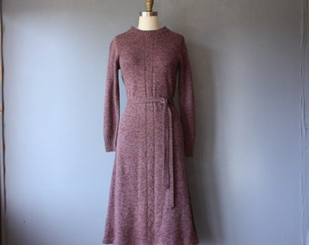 vintage 70s sweater dress / mauve fitted knit dress / sweater with belt / medium
