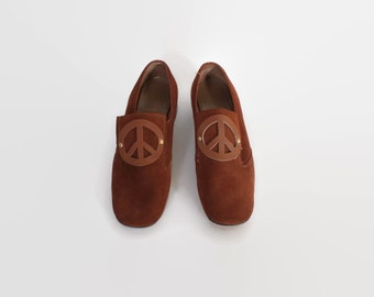 Vintage 60s SHOES / 1960s Rusty Brown PEACE SIGN Loafers Block Heels 6 1/2