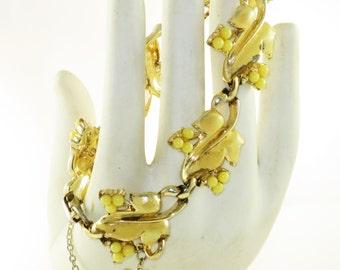 Vintage Gold Tone Yellow Enamel and Lucite Leaf Link Panel Bracelet (BR-2-4)