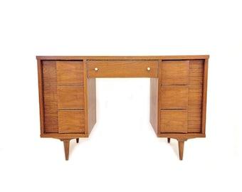 Vintage Mid Century Johnson Carper Desk In Wood