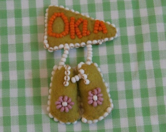 Beaded Felt Oklahoma Souvenir Moccasins and Banner Brooch Pin, Green Beaded Shoes