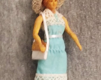 Vintage Schildkrot Doll House Doll, Revamped, Altered Art, Lady Shopper NL