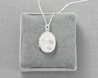Tiny Sterling Silver Oval Locket Necklace, Delicate Vintage Locket Keepsake - Dainty